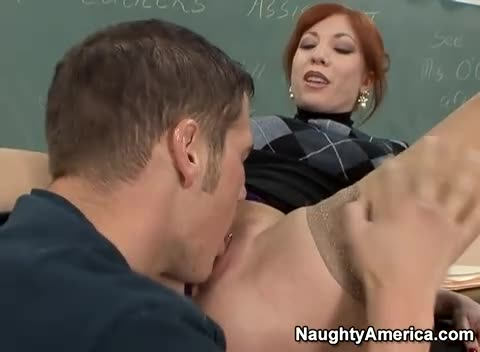 Professora fazendo sexo oral