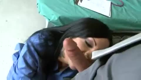 Enfermeira amadora chupando