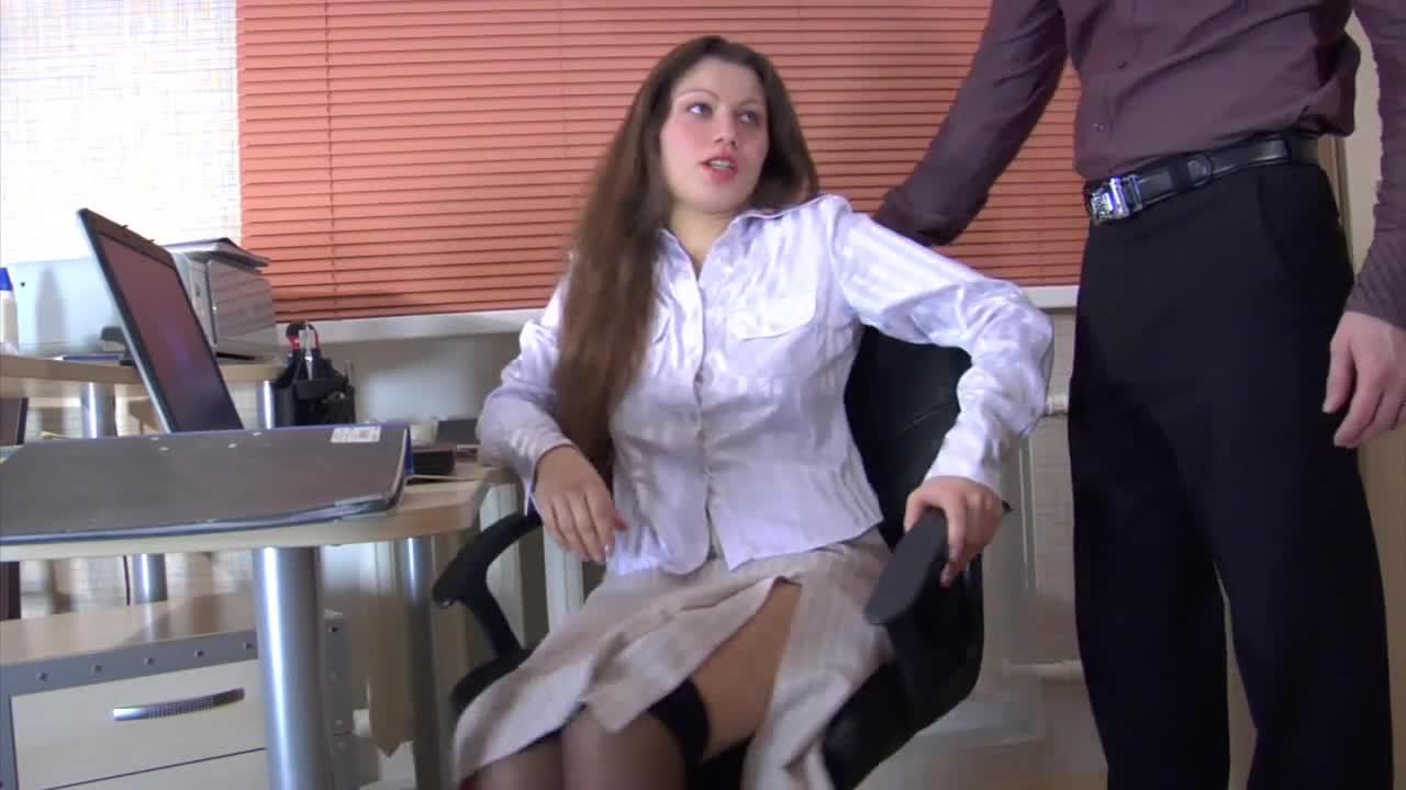 Fodendo a secretaria amadora